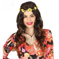 Parochňa hippie s kvetinovou čelenkou